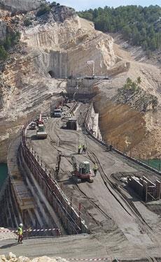 Cemex supplies cement for Santolea Canyon dam project